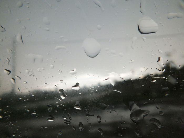 Ехали в машине, попали под дождь. лето2017 улица Дождь капли дождя на окне