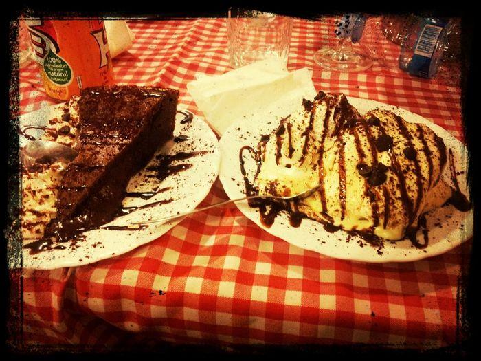 Y de postre Tiramisu o Tarta De Chocolate