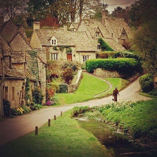 Bilbury, England Idyllic VillagePeople Shire Baggins