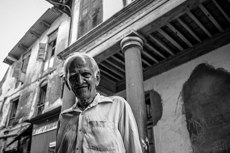 Old Buildings Old Age Different Perspective Portrait Faces In Places Black And White The Portraitist - 2015 EyeEm Awards Monochrome Streetportrait Happy People Enjoying The View