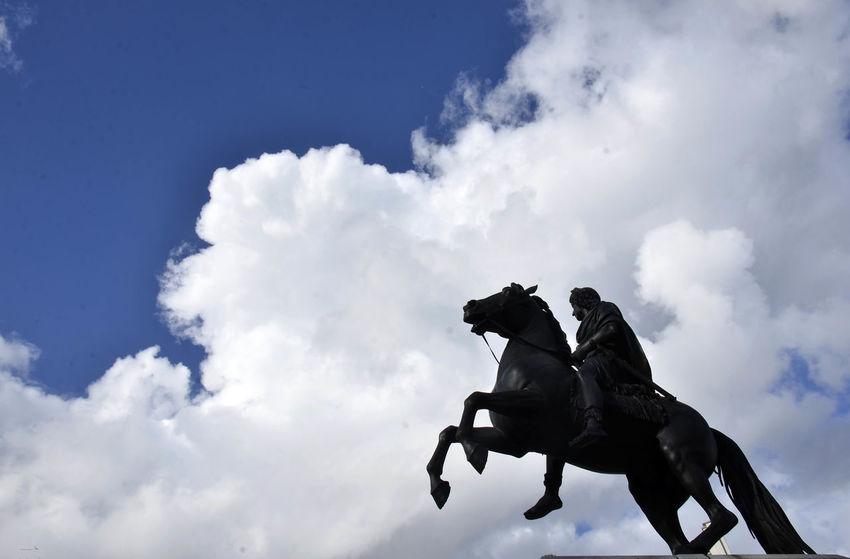 Ciel Cloud - Sky Day Horse Outdoors Paris Place Des Viictoires Sky Statue Louis XIV Statue équestre