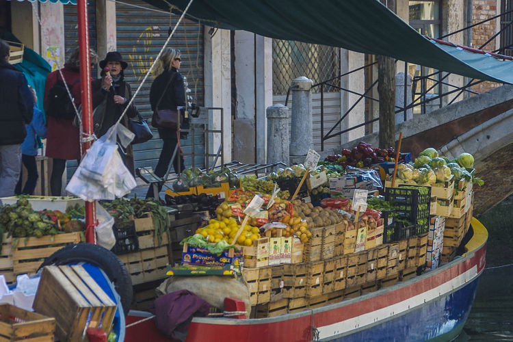 Venedig ohne Touristen, Venice withaout Tourists Bohrshop, Fruits, Veget Venedig, Ohne Touristen, Lagune, Frühling, Venice, WithoutTourists, Springtime, City, Sea, Water, Historical, Old Town Food For Sale Freshness Market Outdoors Women