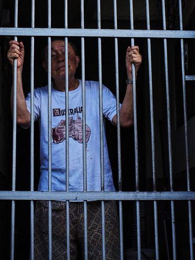 Portrait Of Oldman in the Cage (Australia) Streetphotography Streetphoto_color Documentary Urbanphotography Fujifilm