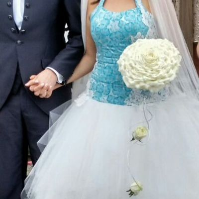 Increíble rosmelia XL para un maravilloso vestido de novia del diseñador Jordi Dalmau. Alea Rosmelia Jordidalmau Boda Inspiration Azul Blue White Intotheblue  Aleafloristerias Bride Bridalbouquet RamoDeNovia Lovemyjob