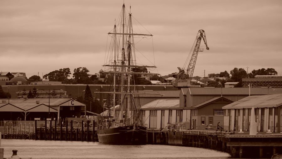 Architecture Bygone Times Cloudy Rustic Sailing Ship Waterfront