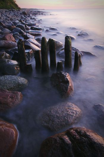 Sunrise_sunsets_aroundworld Ostsee Strand Langzeitbelichtung Meer Ocean Waves Waves, Ocean, Nature Foggy Weather Stones