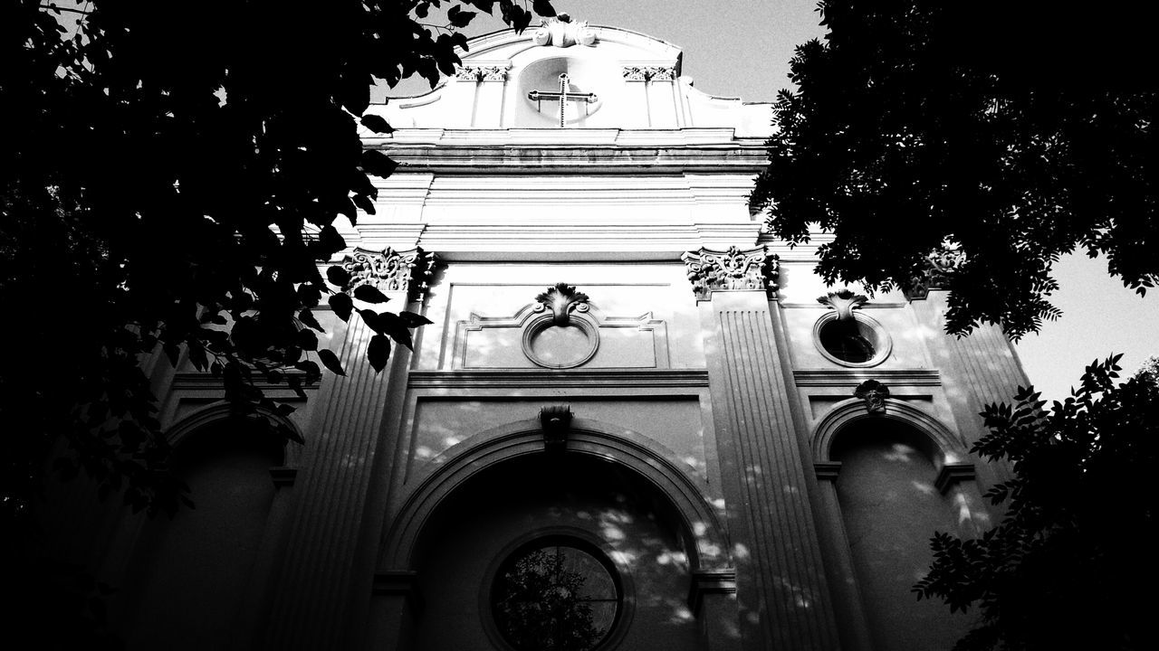 No People Architecture Architecture Outdoors Photooftheday Contrast Built Structure Tbilisi Black And White Blackandwhite Lightanddarkness Darkness And Light Church