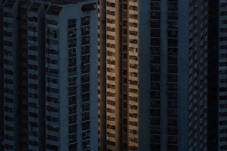 Sunlight Sunset Sunset_collection Light Light And Shadow HongKong City City Life Cityscape Architecture Built Structure Building Exterior Building Backgrounds Full Length Capture The Moment EyeEm EyeEm Best Shots Taking Photos Photographer Photooftheday Nikon EyeEm Gallery Eye4photography  The Architect - 2017 EyeEm Awards