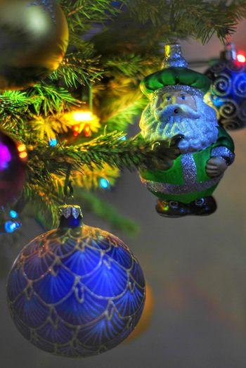 Decoration Christmas Celebration christmas tree Holiday Christmas Decoration Christmas Ornament Celebration Event Focus On Foreground Tree Hanging Sphere Illuminated Mikołaj Choinka🌲 Boże Narodzenie Bombki Świecidełka