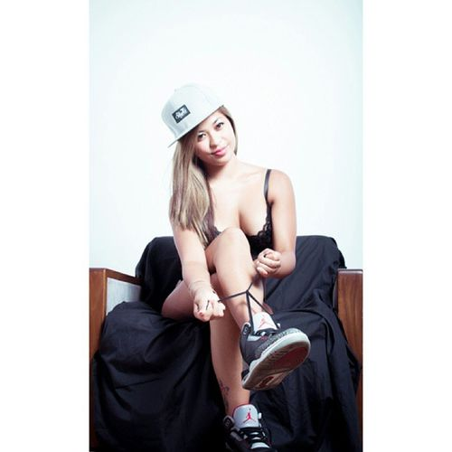 Throwback to last years skyhi and jordan shoot with Kim #skyhi #jordans #hat #lingerie #Skyhiclothing #girl #photoshoot #throwback #fun #chill #model #asian #chair #shoelaces #laces #potd #filipina #photo #epphotography