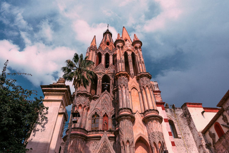 Day Outdoors San Miguel De Allende Mexico Travel Travel Destinations Tranquility Travel Photography Architecture Architecture_collection Colorful Town Town Scape Sky Cloud - Sky Low Angle View Built Structure Building Exterior Belief Religion Place Of Worship Spirituality Building The Past Nature History No People Architectural Column Gothic Style Ornate Ancient Civilization