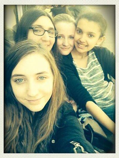 Posey Au Lycée Avec Mes Amies <3