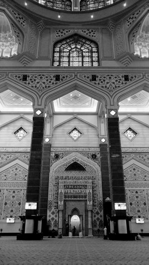 Day 63 of Black and White Photography SabbirAhmedSaby Unaaghor Blackandwhite Photography Sabbir Ahmed Saby Mi Max 2 MIphotography Mobilephotography Kuala Lumpur Petaling Jaya Art is Everywhere Middle Of The Road Through My Lens Bangladesh City Place Of Worship Arch Architecture Built Structure Architecture And Art Architectural Detail Mosque Ceiling Hanging Light Ceiling Light  Historic Architectural Feature Stained Glass Mosaic Architectural Design Dome