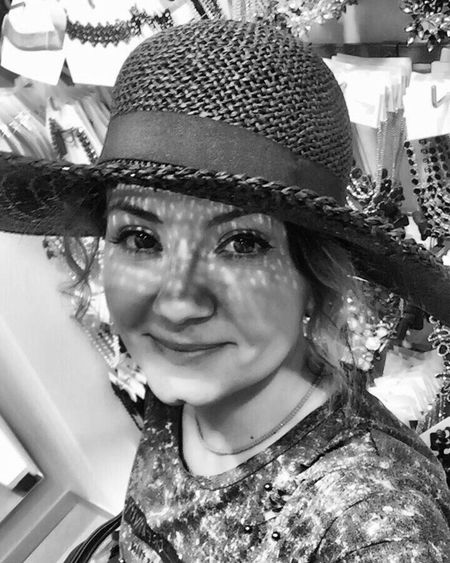 Hi :) World Hi World Me Yes Me Hat Portrait Looking At Camera Headshot Mid Adult One Person Front View Smiling Human Face Lifestyles Leisure Activity Sun Hat Young Women Monochrome Young Adult Day Happiness Headwear Selfie ✌ Blackandwhite