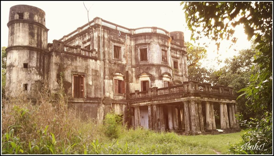 Haunted House Hauntedhouse Hauntedplaces Haunted No People Architecture Hauntedmansion Haunted Place Haunted Places Haunted Station Clear Sky Built Structure Building Exterior Tree Abandoned Outdoors Sky Day House Obsolete History Grass Nature