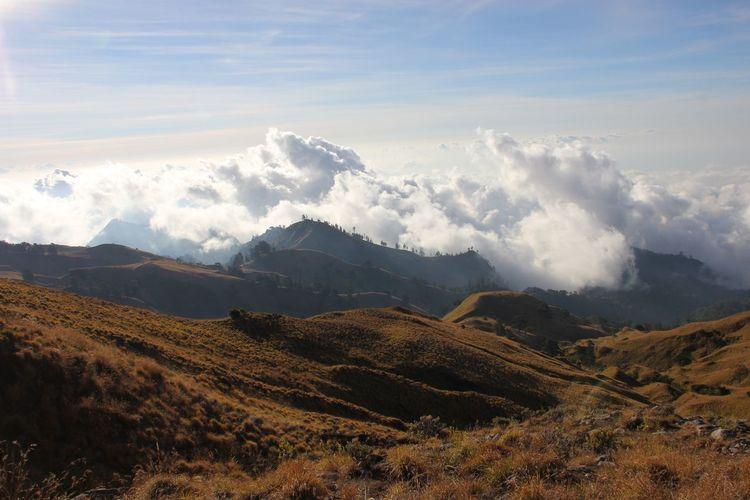 Landscape view plawangan senaru, rinjani mountain