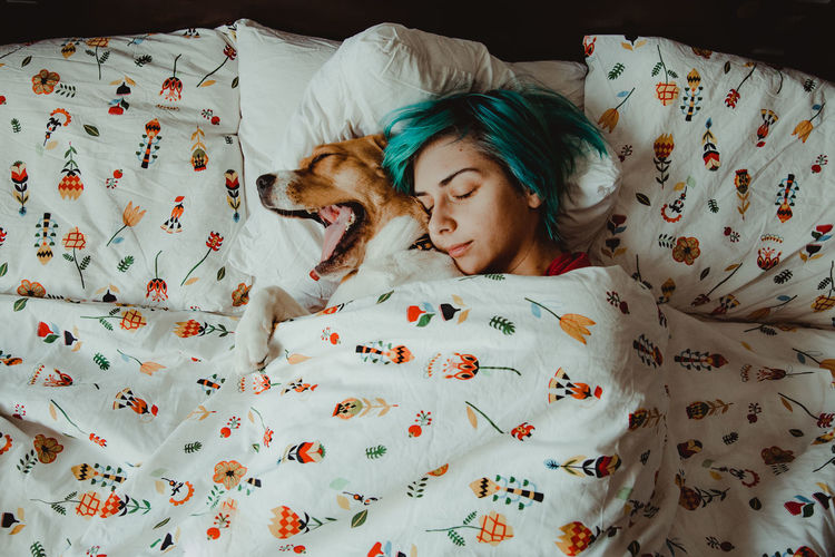 Nuca the beagle and her girlfriend, in the morning Indoors  Bed Pets Domestic Animals Relaxation Domestic Mammal Resting Vertebrate Canine Floral Pattern Eyes Closed  Sleeping Animal Themes Dog Animal Real People Bedroom Morning Morning Rituals Morning Light Love Couple - Relationship Blue Hair IKEA My Best Photo