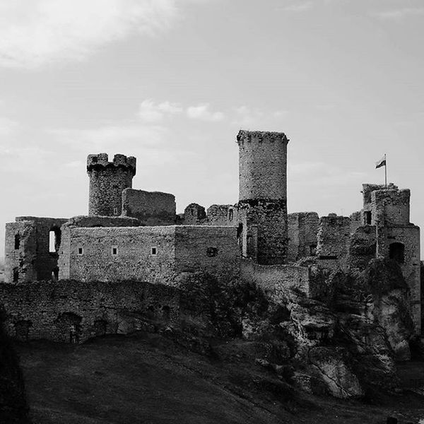 Castle In Podzamcze Ogrodzieniec Poland Ruins Medival Times Blackandwhite
