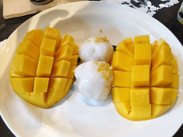 Dessert Sweet Desserts Sticky Rice Mango Sticky Rice & Mango Sticky Rice With Mango Sticky Rice Fresh Fruits Fruits ♡ Sweet Mangoes