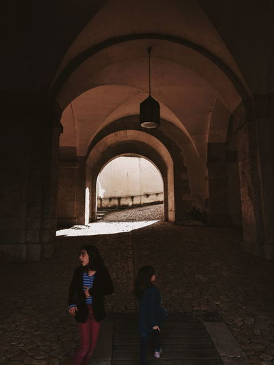 Unterwegs // EyeEm Selects EyeEm Best Shots Exposure Photography Picture Composition City Togetherness Full Length Standing Arch Childhood Castle Brick Medieval History Cathedral Historic Gate Fort Fortified Wall