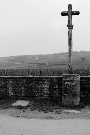 More memories from Vosne Romanée . The Cold Weather and the Solitude of the Grapefield were very Inspiring and, somehow, also Melancholic . Loneliness France Franche-comté Franco Condado Showcase July Landscape Paisaje Black & White Black And White Landscape Religion No Edits No Filters Monochrome Photography