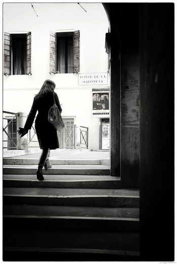 Venedig Venezia Venice, Italy Architecture City One Person Outdoors Street Venezia Italia Walking Women