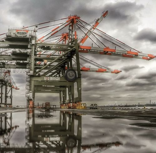 Portlife Crane Longshoreman Ilastrong WorkingInTheRain Workflow