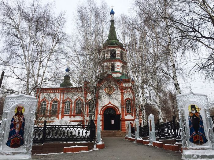#russia #EyeEmSelects #church #irkutsk Architecture Built Structure Statue Building Exterior Outdoors Day People Sky City