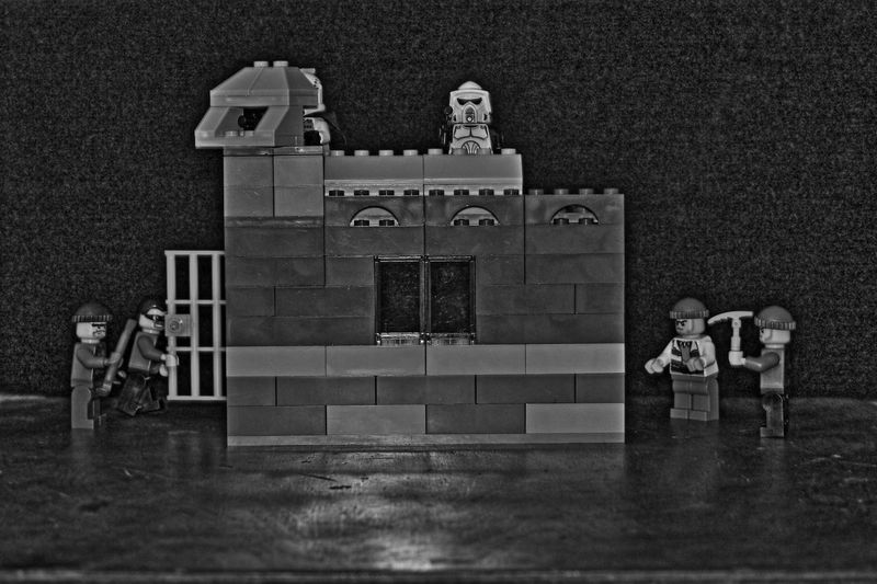 Design Guards Indoors  Kevinabosch LEGO Pattern Stealing Thugs Wall Wall - Building Feature