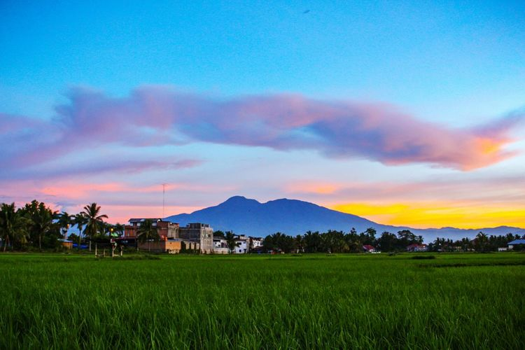 Sunset colors... Mountain Landscape Nature Sunset Outdoors Cloud - Sky Beauty In Nature Rice Paddy Urban Skyline Wonderful Indonesia INDONESIA EyeEm Selects Photography The Week On EyeEm Sky Lost In The Landscape