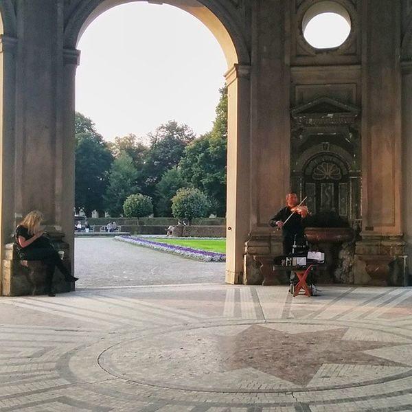 Violin Musician at the Hofgarten near the Zentrum . city center. münchen munich, Germany Deutschland Taken by my LG Nexus5 عازف كمان حديقة ميونخ المانيا