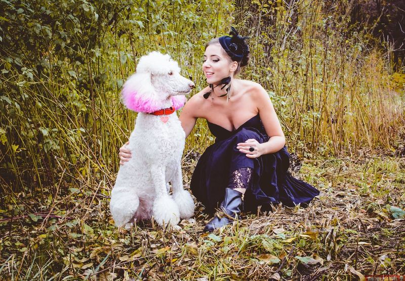 High Angle View Full Length Leisure Activity People Outdoors Togetherness Pets Day Babies Only Adult Foto Beautiful Woman Girls One Girl Only Human Body Part One Young Woman Only Tree Young Women Dog Followme Jewelry Nature One Woman Only