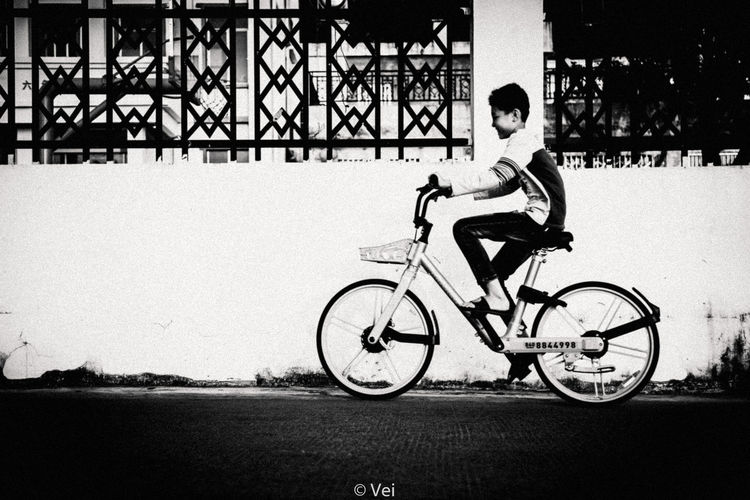 Bicycle Transportation Cycling Day Outdoors Mode Of Transport Land Vehicle Road People One Person City Sky