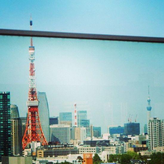 東京タワーとスカイツリー! Tokyo Tower on the left and Tokyo Skytree on the far right! Tokyo Tokyotower Skytree Tokyoskytree 東京 東京タワー 東京スカイツリー スカイツリー