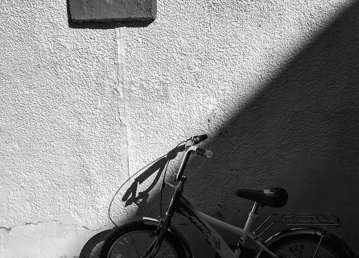 Ordinary Objects Shadow Lines White And Black Wall Background Shadow On Wall Mobile Photography Shadow On The Wall Bicycle In Shadow Composition Shapes Shapes And Forms Light And Shadow Shadow Monochrome Perspective Textured  Wall Textures Day Shadows Black And White Streetphoto_bw Bicycle Land Vehicle Shadow Close-up Focus On Shadow Long Shadow - Shadow Detail Pedal Full Frame Handlebar LINE