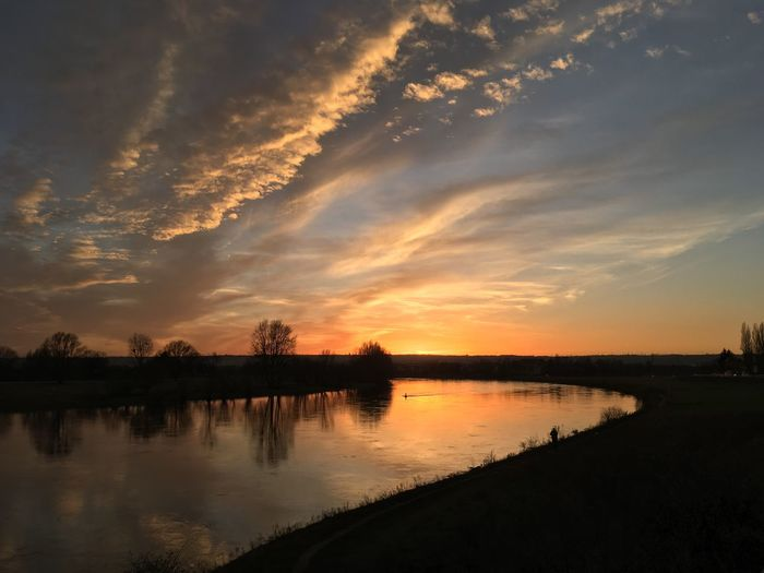 Sonnenuntergang Dresden Elbe Natur Sonnenuntergang Elbe Dresden River Sunset Reflection Water Silhouette Sky Beauty In Nature Tranquil Scene Outdoors first eyeem photo EyeEmNewHere