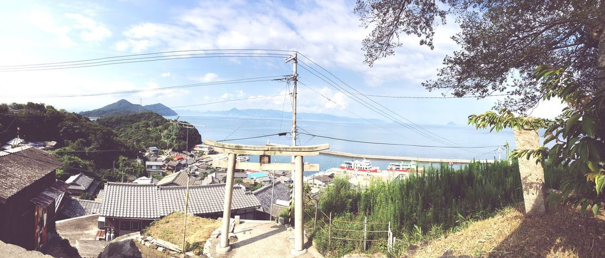 Setouchi Triennale Shrine Enjoying The Sun 山の上の神社さん ぐるりと海に囲まれてたよ。
