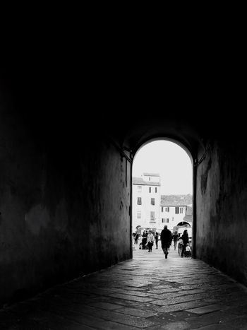 Walking People Arch Anfiteatro Lucca Tuscany Square Italy WeekOnEyeEm