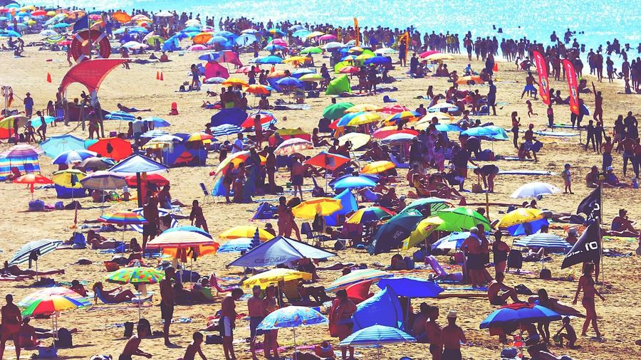 Eyeemphoto woooow a busy day at the Beach Week On Eyeem Fresh On Eyeem  Beach Photography Summer Large Group Of People Mixed Age Range Vacations Crowded Water Beach Life Enjoying Life Leisure Activity Sea Seascape Crowd People On The Beach People On Beach Summer2016 Summers Day Nature Weekend Activities Enjoyment People And Places Live For The Story