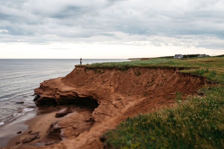 Calm Cloud Cloud - Sky Cloudy Coastline Couple The Great Outdoors - 2016 EyeEm Awards Grass Horizon Over Water Idyllic Landscape Nature Non-urban Scene Outdoors Overcast Prince Edward Island Remote Rock - Object Scenics Sea Shore Sky Tranquil Scene Tranquility Water