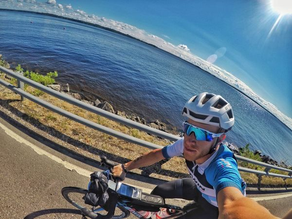 NC4K Travel Bike Ultracycling Lake Gopro Transportation High Angle View Helmet Real People Day Nature Lifestyles Leisure Activity One Person Sunlight Bicycle Mode Of Transportation Men Headwear Sport Water Cycling Helmet Sports Helmet Outdoors Land Vehicle EyeEmNewHere