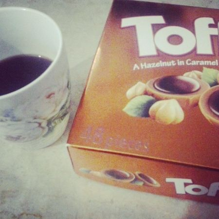 Dark coffee and chocolat ... What a joy !! Chocolat Toffifee Cafe Pation instamoment instagood hiver dimanche
