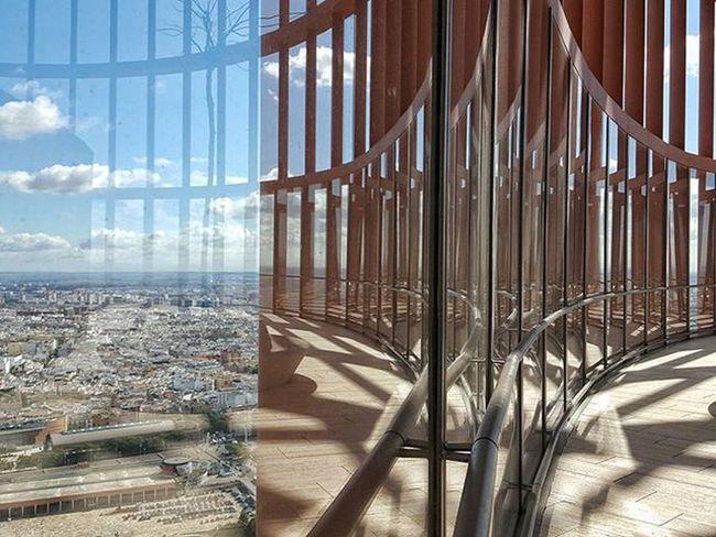 Reflejos en la Planta 37 TorreSevilla Archilightning Sevillahoy Showing Imperfection The Architect - 2016 EyeEm Awards