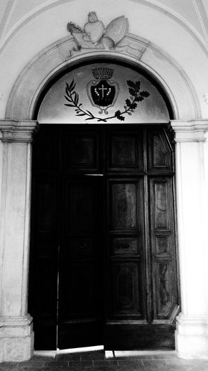 Door Closed Architecture Building Exterior Entrance Built Structure Arch No People Protection Doorway Outdoors Front Door Day Façade Municipal Building Building Montecosaro Architecture My Favorite Place Old Buildings Historical Building Light And Shadow