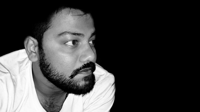 Who love me ? 😉😂😎😃🙋 Hello Word ✌ Monochrome Photography Young Adult That's Me✌️ Black Background Close-up Human Face Beard Model Beardstyle Indoors  Model Here Belongs To Me Young Men Self Portrait Portrait Of A Man  The Human Condition Check This Out Black & White Looking Away Young Man Classic Style Looking At Camera Beard Thoughtful Casual Clothing