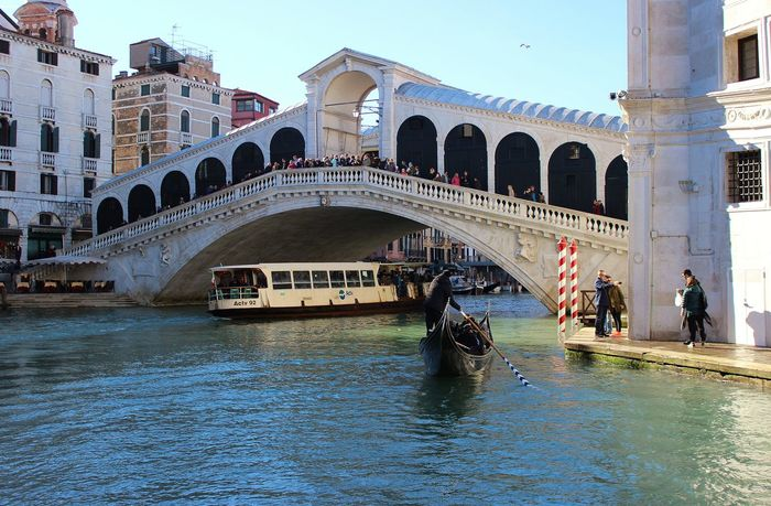Arch Architecture Bridge - Man Made Structure Building Exterior Built Structure Canal City Cultures Day Gondola - Traditional Boat Gondolier Large Group Of People Nautical Vessel Outdoors People Ponte Di Rialto Sky Tourism Tourist Transportation Travel Travel Destinations Vacations Venice, Italy Water