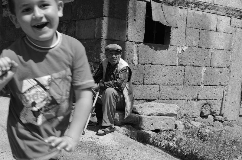 Kayseri Türkiye Fotograf Objektifimdenyansiyanlar Canonphotography Canontürkiye Canon Photoblogger Photooftheday Oldpeople Child Fotografheryerde Kadrajturkiye Photography Photographer EyeEmNewHere