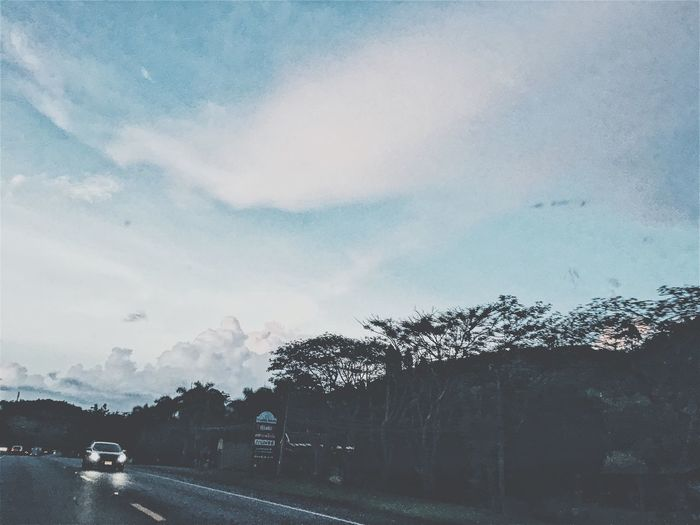 Sky Cloud - Sky Rainy Days Car Outdoors Good Times Beauty In Nature Fresh And Clean