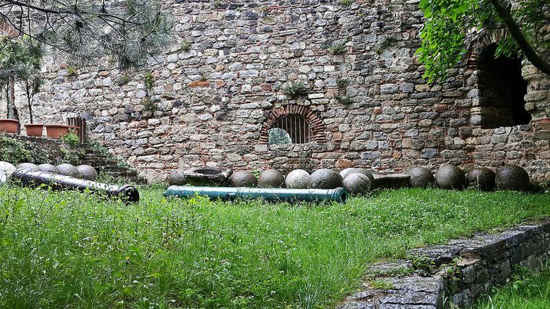 Bi rumeli daha lütfen. Nature History In Nature Cannon Balls Istanbul Turkey Castle Rumeli Hisarı Hello World Hola! Taking Photos First Eyeem Photo of course NOOOTTT!