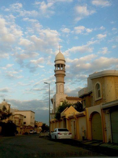 الإمامُ عليٌّ (عَلَيهِ الّسَلامُ): كلُّ شيءٍ يَحتاجُ إلى العقلِ، والعقلُ يَحتاجُ إلَى الأدبِ . Imam Ali (AS) said, 'Everything needs the mind, and the mind needs good manners.'[Ghurar al-Hikam, no. 6911]